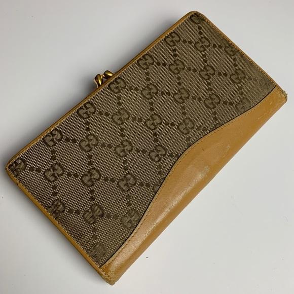 342898c70ea39 Gucci | Vintage Gucci GG Wallet